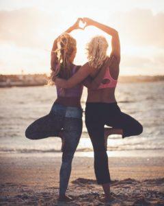 Beach Yoga als perfekter Start in den tag